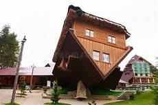 Haus Auf Dem Dach - szymbark haus auf dach redaktionelles stockbild bild
