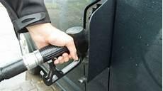 gasoil a prix coutant bon plan essence ou gasoil 224 prix co 251 tant chez intermarch 233