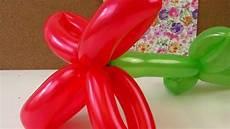 blume aus luftballons formen luftballon aufpusten und