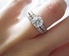 how to wear a wedding ring set the right way blog
