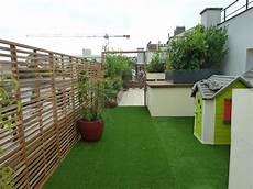 Gazon Synthétique Pour Terrasse Terrasse Avec Gazon Synth 233 Tique Et Palissade De Bois