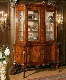 credenze classiche di lusso credenza in radica di noce con ante in vetro stile
