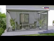 schiebeelemente für terrassen glasschiebewand auf terrasse als windschutz