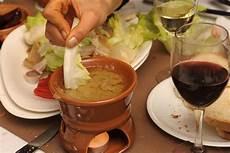 bagna cauda con panna la bagna c 224 uda piemontese piatto tipico con acciughe e aglio