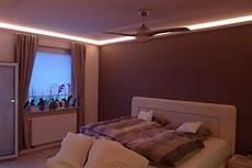 indirekte led beleuchtung mit stuckleisten lichtvouten