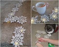schneeflocken girlande basteln illuminated snowflake garland diy two delighted