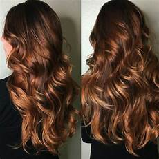 coloration chatain reflet cuivré balayage cheveux noir caramel