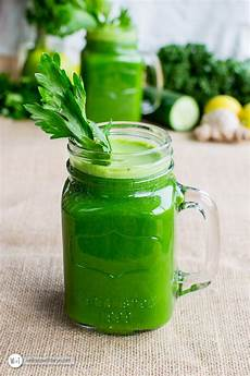 detoxifying green juice wellness with taryn
