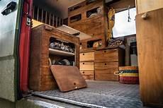 wohnwagen gemütlich einrichten lifeforfive wohnmobil ausbau schuhfach direkt an der