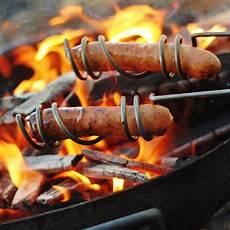 griller des saucisses sur le feu de c quot vamos a la