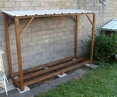 construire un abri buches en bois plan pour fabriquer un abri de jardin en bois 2 abri a