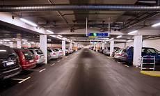 parkplatz hannover flughafen parkgeb 252 hren am flughafen so sparen autozeitung de