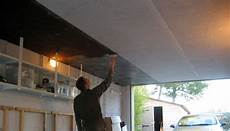 isolation garage polystyrène extrudé isolation d un plafond de garage avec des plaques de li 232 ge