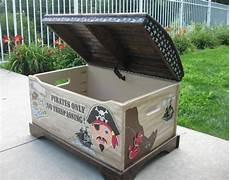coffre a jouet original coffre 224 jouets pirate peint 224 la coffre de pirate