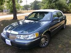 all car manuals free 2002 lincoln town car parking system 2002 lincoln town car overview cargurus