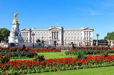 Buckingham Palace - domino s driver tries delivering pizzas to buckingham