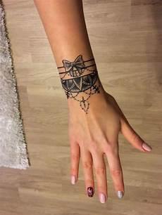 Tatouage Bracelet Id 233 Es Tendance Pour Le Poignet Et Pour