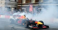 f1 live formula 1 fans wowed by f1 live spectacular as
