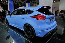 ford focus rs does 0 100 km h in 4 7 seconds hits 266 km