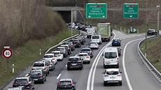 Autobahn Rechts Vorbeifahren - bundesrat will rechtsvorbeifahren auf autobahnen erlauben