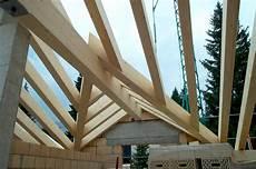 dachkonstruktionen aus holz dachkonstruktionen fl 252 tsch holzbau ag spl 252 sch 246 nes