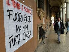 studenti bologna comune pochi alloggi per studenti vadano a vivere fuori