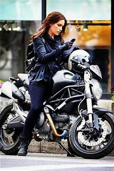 Gal Gadot Served In The Israeli Defense Forces Rides A