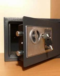wandtresor mit zahlenschloss elektronischer safe wandtresor m 214 beltresor mit