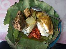 Bambang Suryadi Nasi Jamblang Mang Dul Cirebon