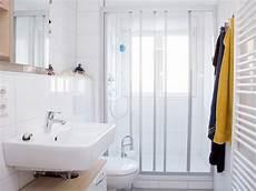 altes bad günstig renovieren das bad renovieren modernisierung f 252 r jedes budget bauen de