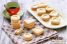crema pasticcera con biscotti sbriciolati biscotti ripieni con crema al latte ricette della nonna