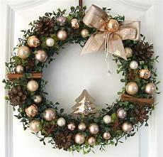 türkranz weihnachten kugeln t 252 rkranz weihnachten weihnachtskranz gold 33cm wandkranz