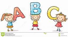 Www Kinder Malvorlagen Buchstaben Text Kleinkinder Die Buchstaben Halten Vektor Abbildung