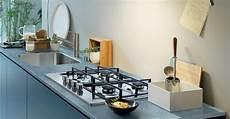 come pulire il piano cottura in vetro soluzioni e trucchi per la pulizia dei fornelli