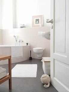 farbe für das bad helles badezimmer creme farbe im bad dunkler boden im