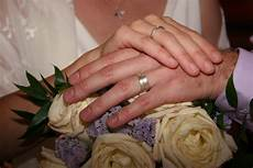 why the wedding ring should be worn on the 4th finger or