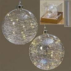 beleuchtete weihnachtskugeln deko weihnachtskugel aus glas beleuchtet mit einer led