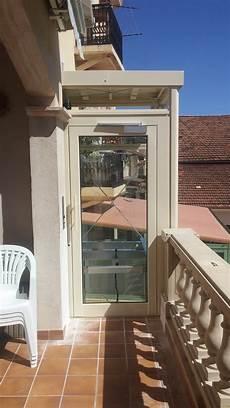 monte charge domestique pose d un ascenseur a marseille a l exterieur d une villa