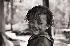 schwarz kinder lachendes schmutzig aber gl 252 cklich bilder in