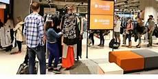 Erste Kunden Erobern Vor Er 246 Ffnung Zalando Store In Leipzig