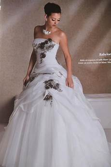 robe de mariée grise et robe de mari 233 e grise et blanche