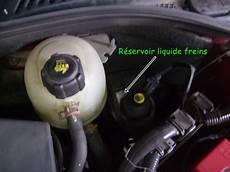 reservoir megane 4 changer et purger le liquide de frein contr 244 le la