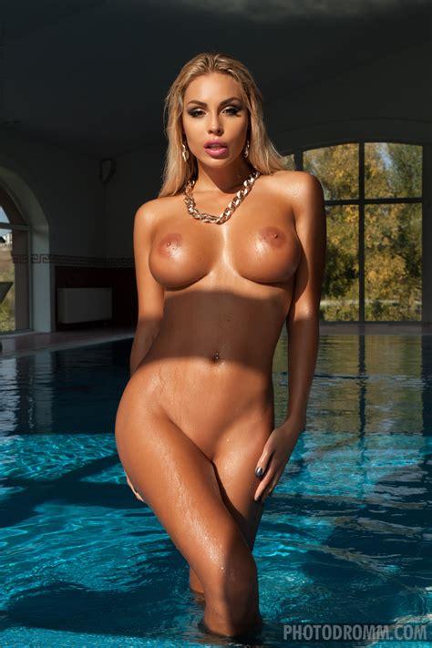 Hot Polish Nude