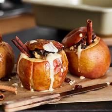 bratapfel ohne marzipan klassischer bratapfel mit marzipan f 252 llung und vanillesauce