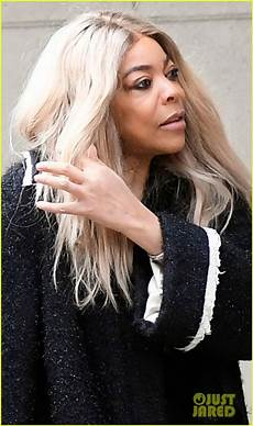 wendy williams steps out without wedding ring amid drama
