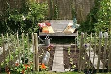 Gemüsebeet Anlegen Ideen - kleine moestuin eetbare tuin moestuin tips en tuin