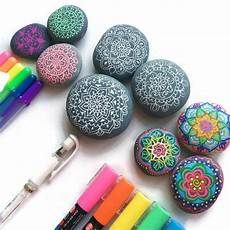 steine bemalen stifte learn what the best pens are for drawing on rocks and how