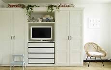 kleiderschrank mit tv fach ikea yvonne s wardrobe with built in tv cove shelves and