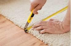 Teppich Zum Verlegen - up of cutting carpet stock photo image