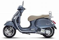 Vespa 300 Gts - piaggio vespa gts 300 scooter coming to india shifting gears